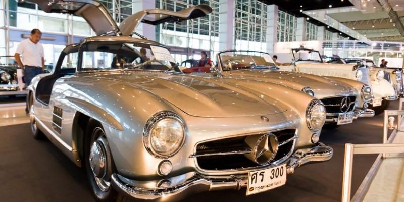 Mercedes 300 SL : beauté du passé.