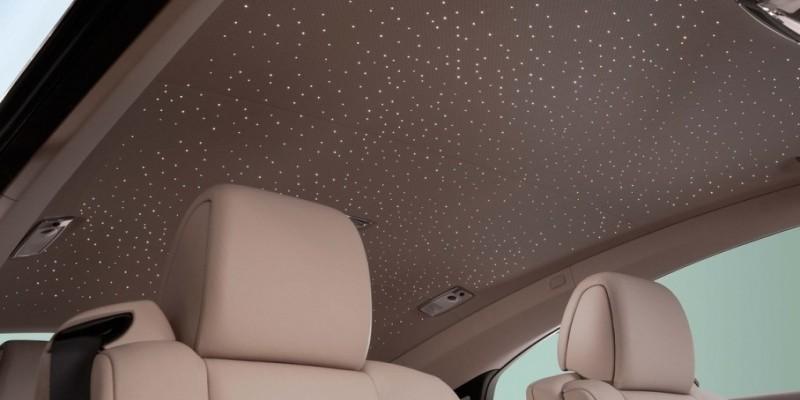 Comment bien nettoyer le plafond de votre voiture