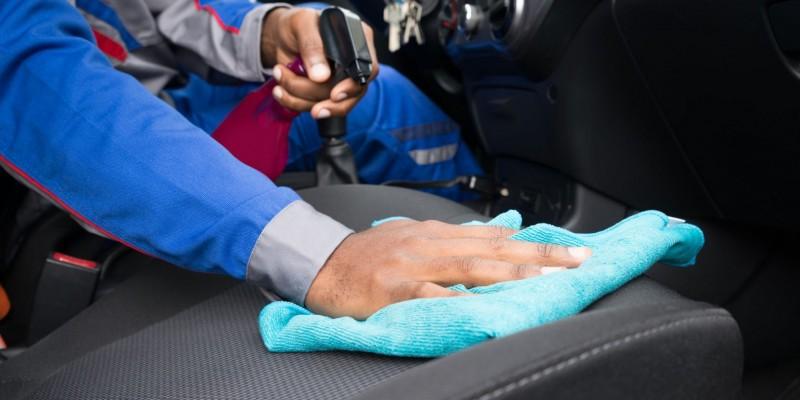 Comment nettoyer un siège auto en tissu?