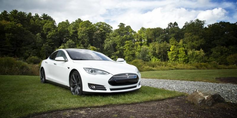 Tesla Model S : nouveau record d'autonomie détenu par deux belges.